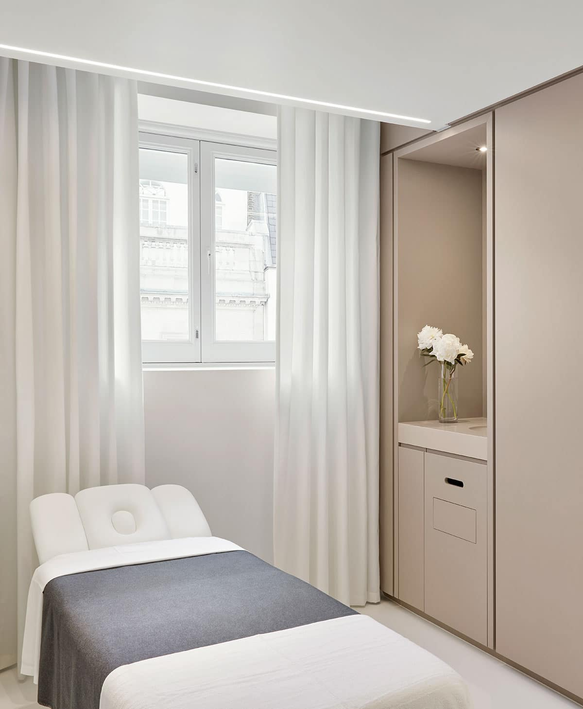 Picture of a treatment room at Lanserhof at the Arts Club