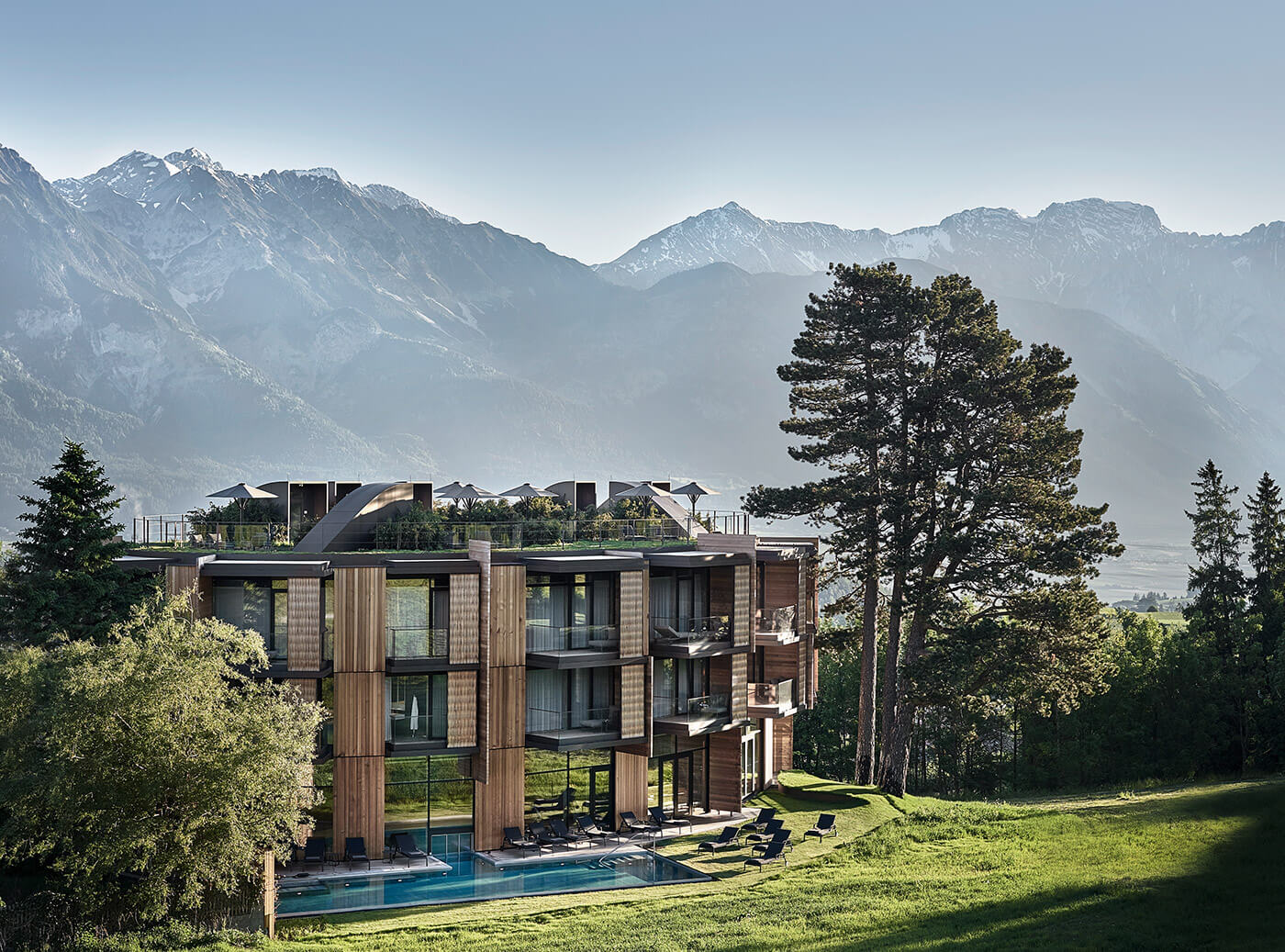 Picture of the Resort Lans building in surrounded by mountains